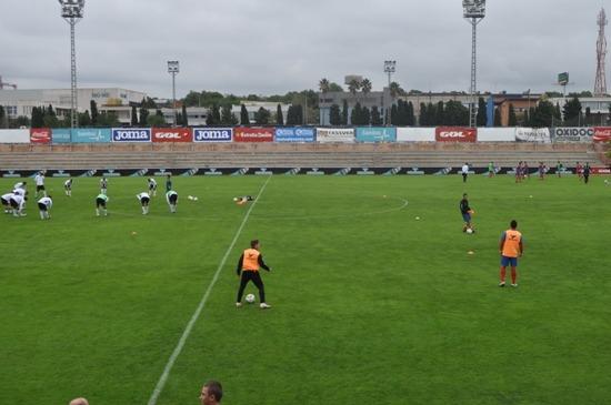 Momento del entrenamiento en el que se ven al VCF Mestalla y al CD Teruel