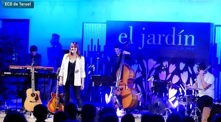 Maria José Hernández, al inicio de su actuación de ayer