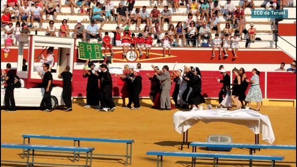 Una imagen de archivo del Desfile de Pañas disfrazadas en las fiestas de Cella