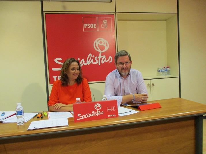 En la imagen,la Secretaria General de Teruel, Mayte Pérez, y el diputado Ignacio Urquizu