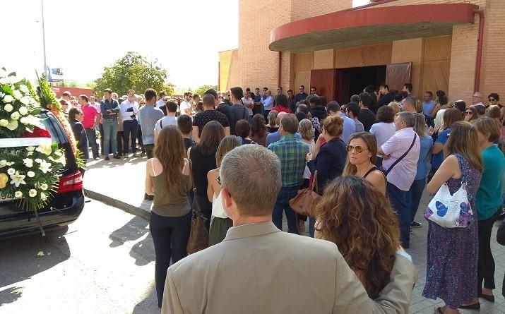 Imagen a la salida del funeral de Vini, esta mañana