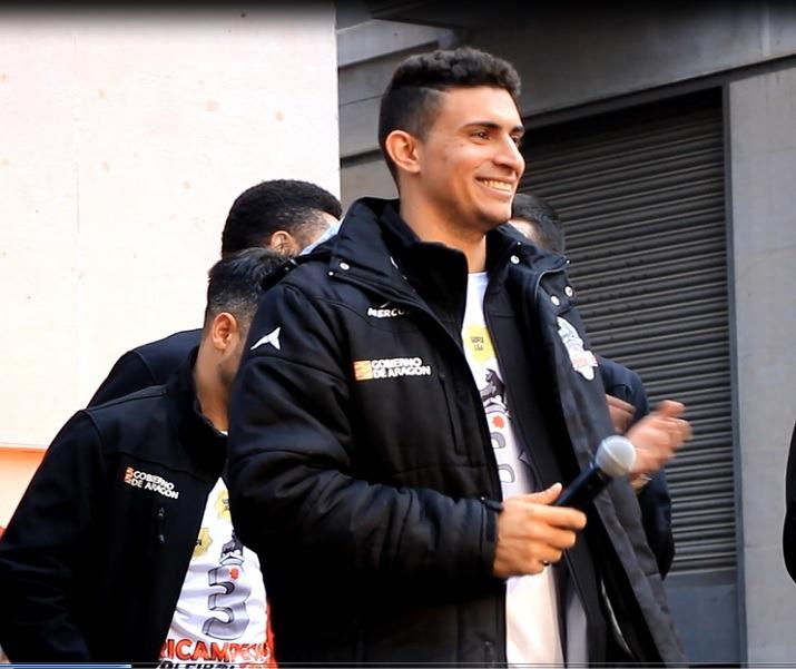 En la imagen , un sonriente Vinicius Noronha, el dia de la celebración del Triplete, el pasado dos de mayo