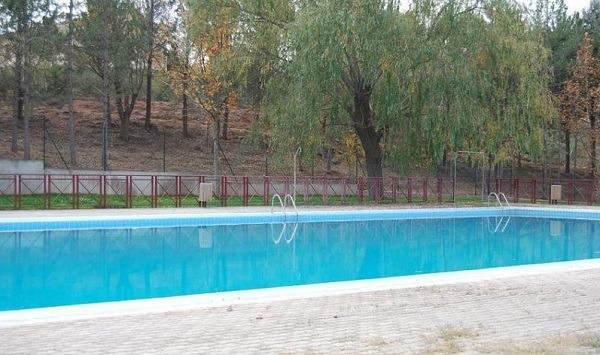 aa8266ae7748 La piscina de Fuente Cerrada abrirá por las mañanas para dar ...