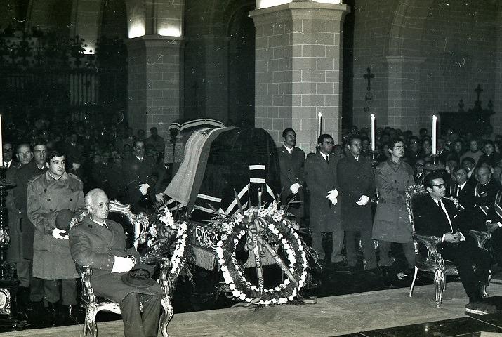 Fotos del Dia: Funerales por el Dictador en Teruel, hace 44 años