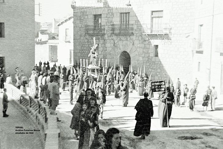 Foto del día:Procesión de Semana Santa en Teruel años 50