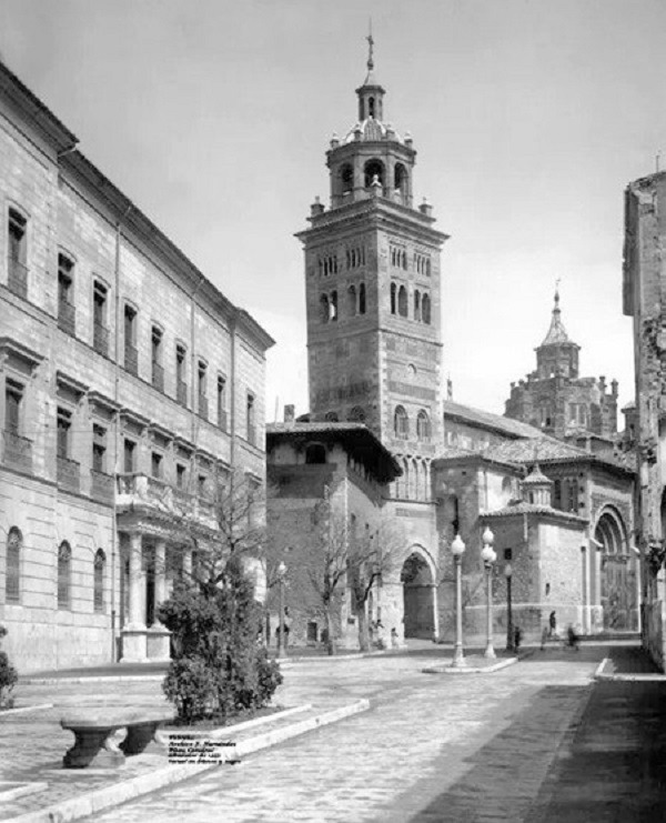 Foto del Dia : la Plaza de la Catedral y del Ayuntamiento hace casi  setenta años